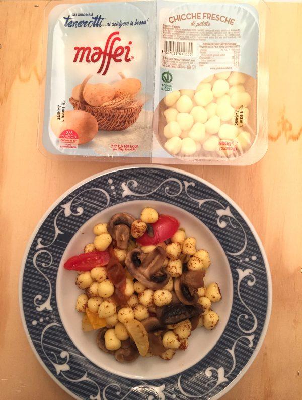 chicche di patate con funghi pomodorini e bottarga