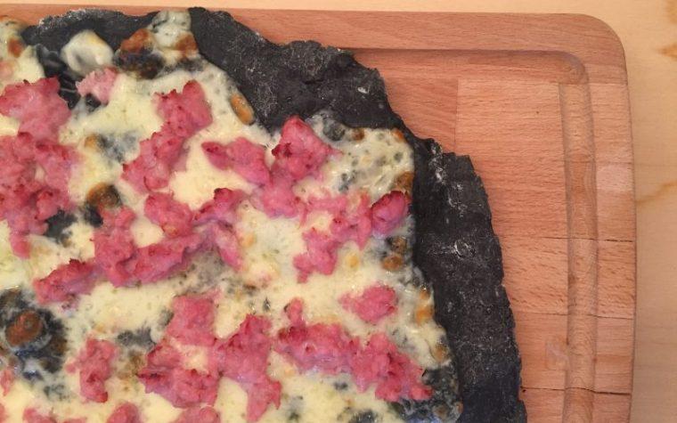 Pizza al carbone vegetale