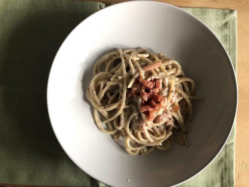 pasta con pesto di nocciole e pancetta