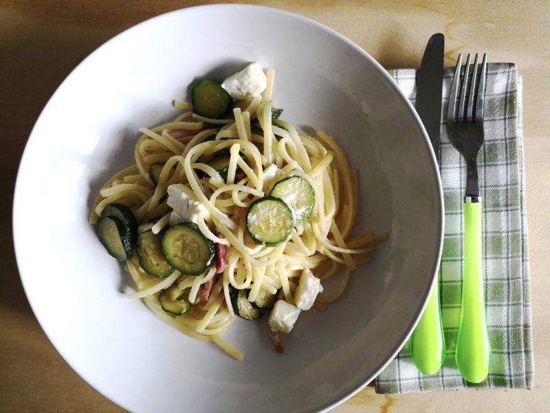 pasta con zucchine speck e feta