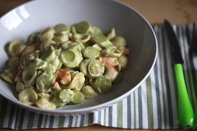 Pasta cremosa con zucchine e gamberi