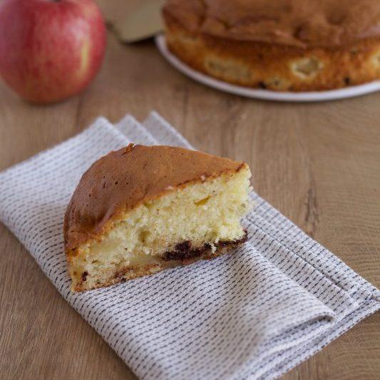 Torta sette vasetti con mele e cioccolato