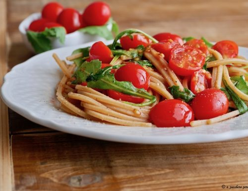 Pasta integrale con pomodorini e rucola