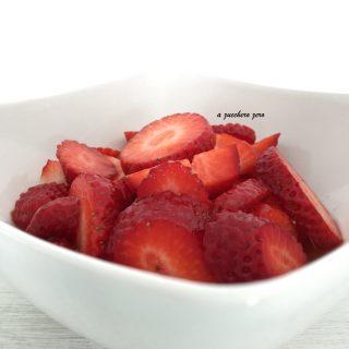 Macedonia di fragole al succo d'arancia senza zucchero