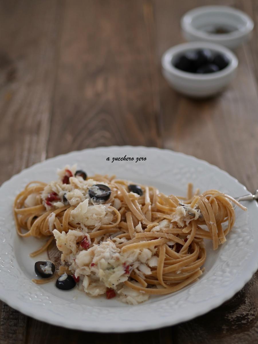 Pasta integrale con baccalà, pomodori secchi e olive