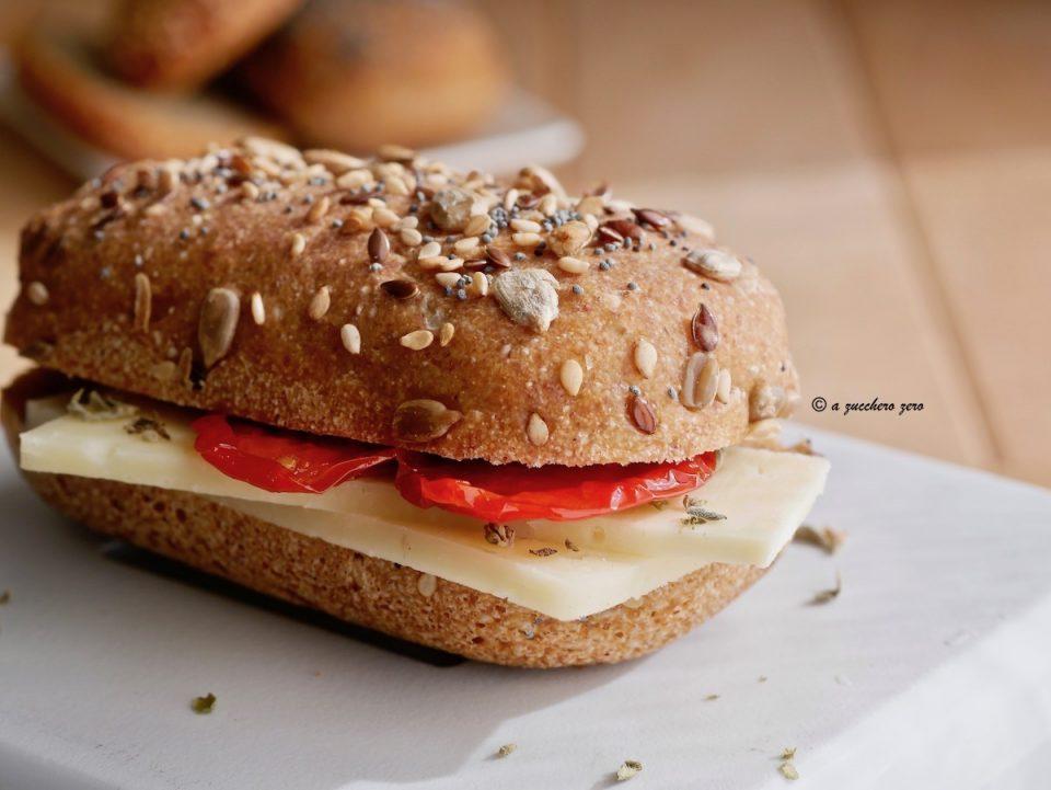 Pane cunzato o pane integrale condito