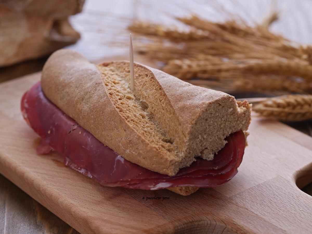 Pane integrale con bresaola a zucchero zero