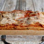 Scacce ragusane integrali pomodoro e formaggio taglio