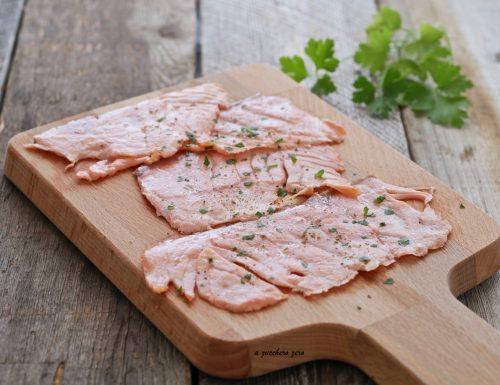 Salmone affumicato scottato alla griglia