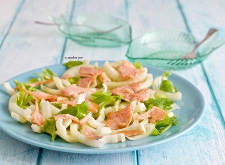 Insalata di salmone con finocchi e sedano