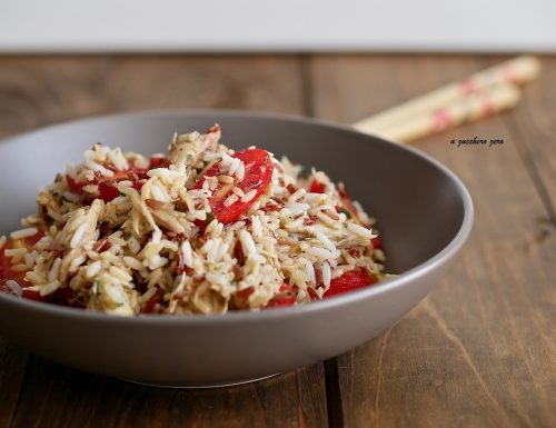 Insalata di riso integrale con filetti di sgombro e pomodorini al limone