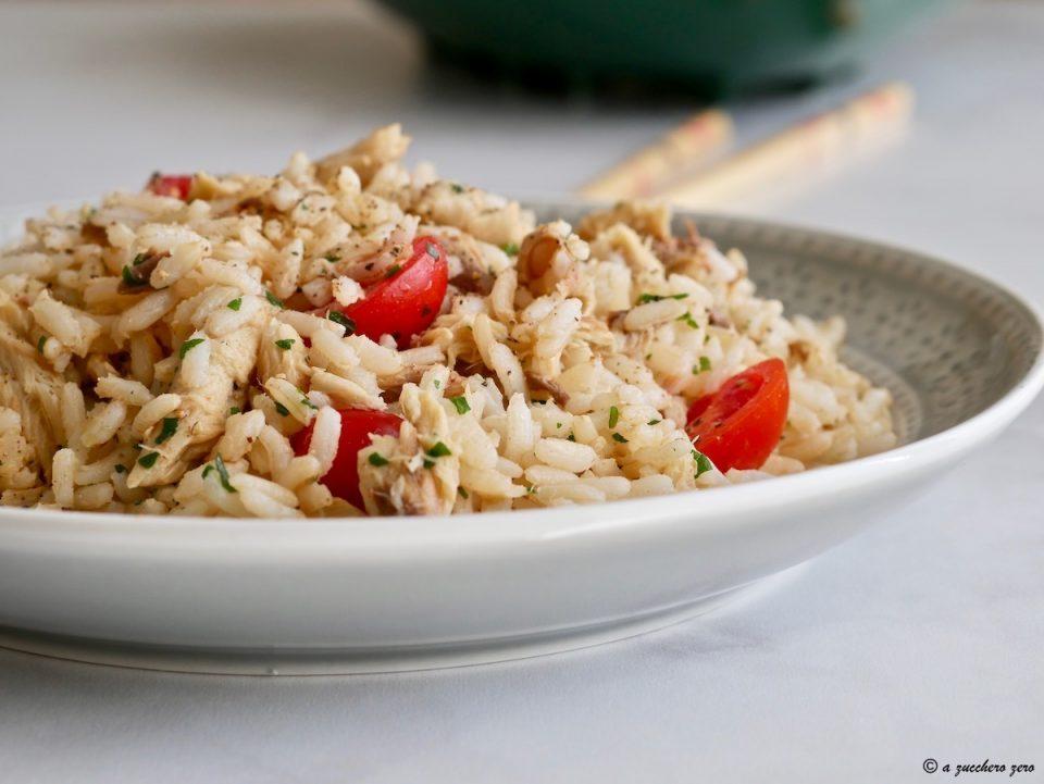 Insalata di riso integrale con sgombro e pomodorini