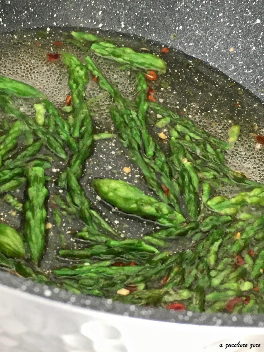 Asparagi selvatici cotti in padella [base per ricette e contorno]