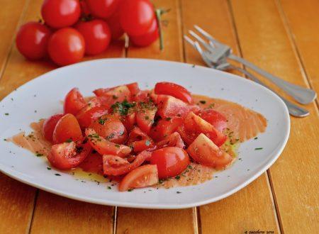 Salmone affumicato e pomodorini con origano