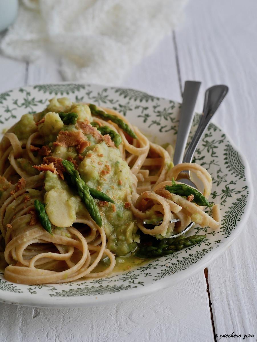 Pasta integrale con crema di fave agli asparagi e bottarga
