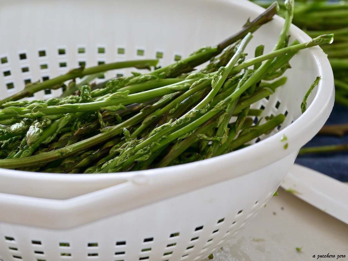 Come cucinare gli asparagi selvatici [perfetti da congelare]