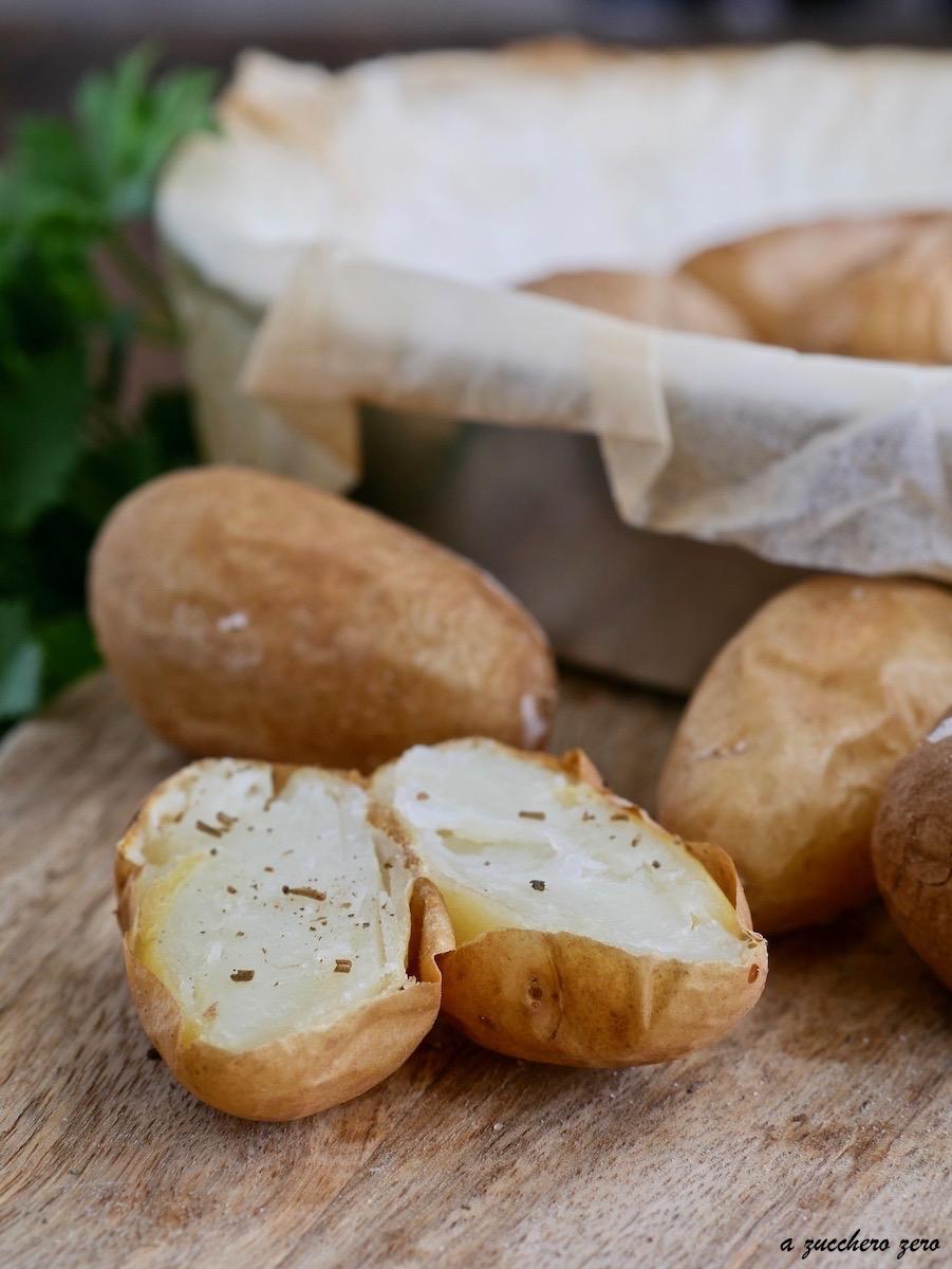 Patate novelle al forno cotte con la buccia e senza olio
