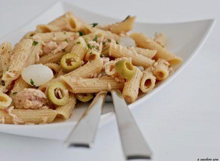 Insalata di pasta integrale con tonno e olive