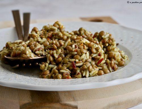 Insalata di riso basmati saporita con lenticchie