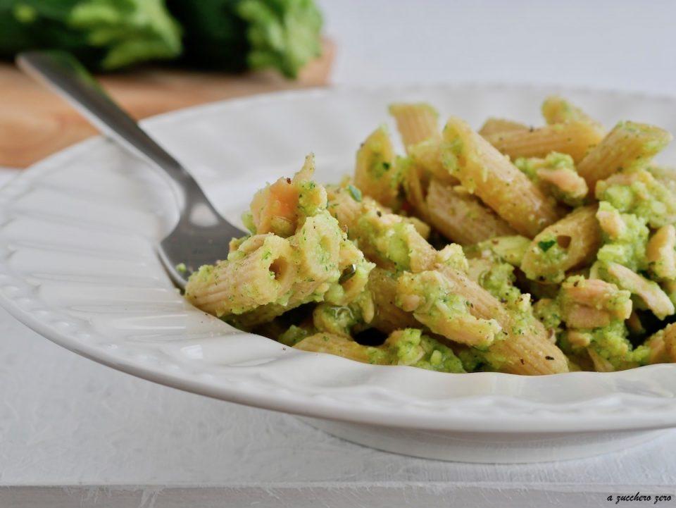 Pasta integrale con salmone e crema di zucchine