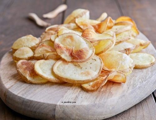 Chips di patate al forno cotte senza olio