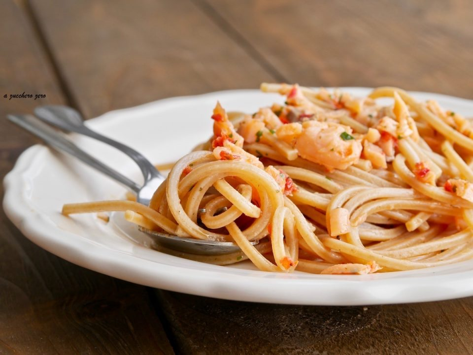 Pasta integrale con salmone e pomodori secchi