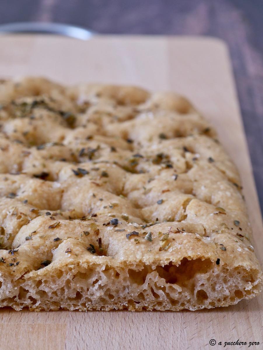 Focaccia semintegrale con poco lievito poolish di grano russello cottura in forno