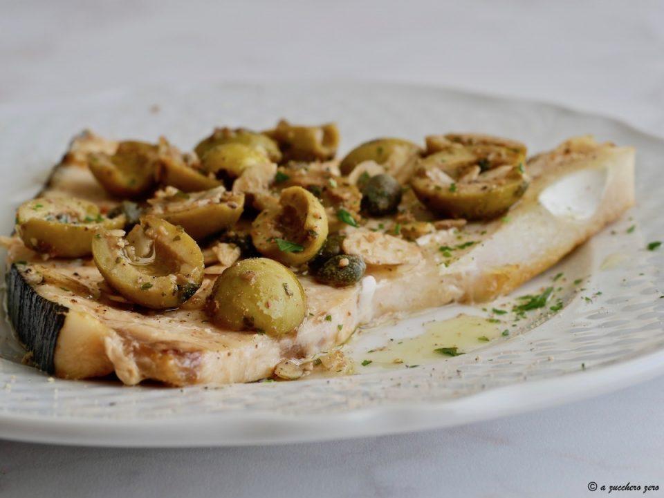 Pesce spada acciughe capperi olive e mandorle