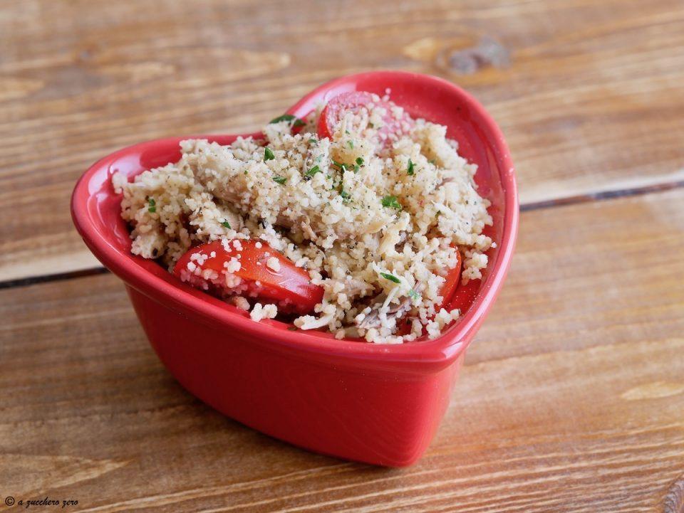 Cous cous integrale con sgombro e pomodorini