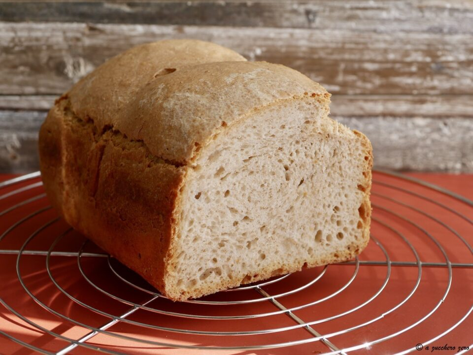 Pagnotta con macchina del pane metodo poolish