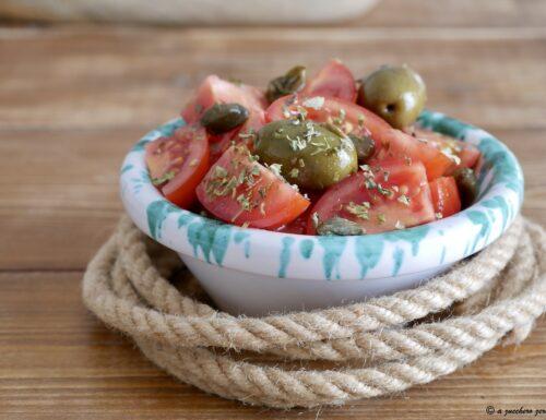 Pomodorini olive e capperi: condimento o contorno