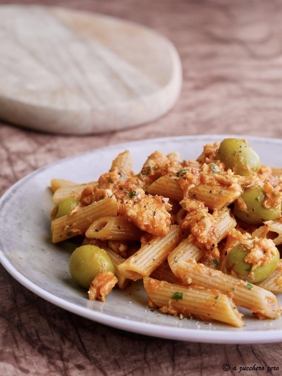 Pasta integrale al sugo di tonno olive e capperi