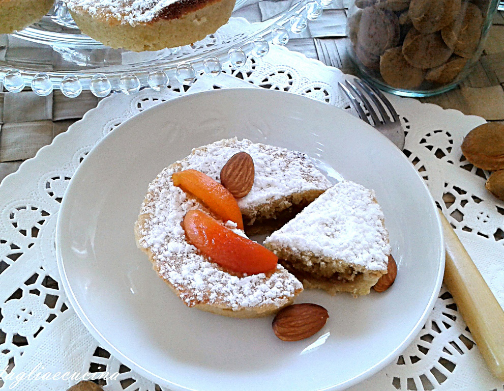 BAKEWELL APRICOT TARTS