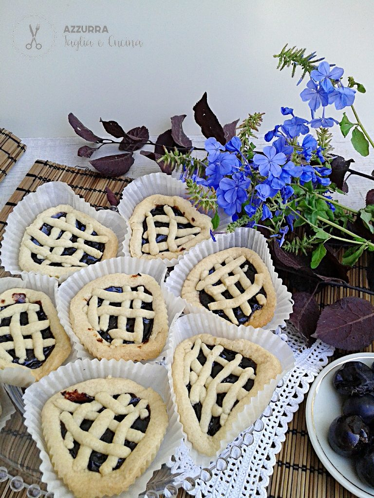 CROSTATINE IN PRIMO PIANO CON FIORI