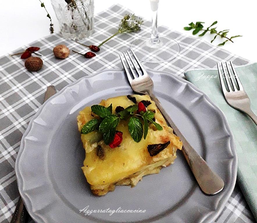 Zuppa Cuata su piatto grigio e tovaglietta grigia a quadretti