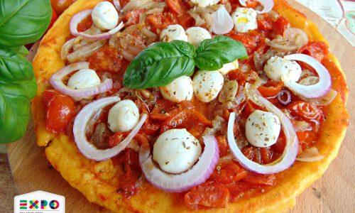 Pizza  di polenta al forno . Golosa,bella  e leggera
