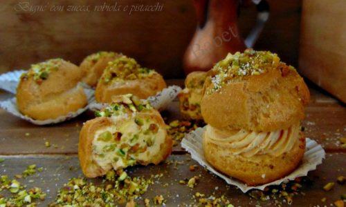 Bignè con  zucca, robiola e pistacchi