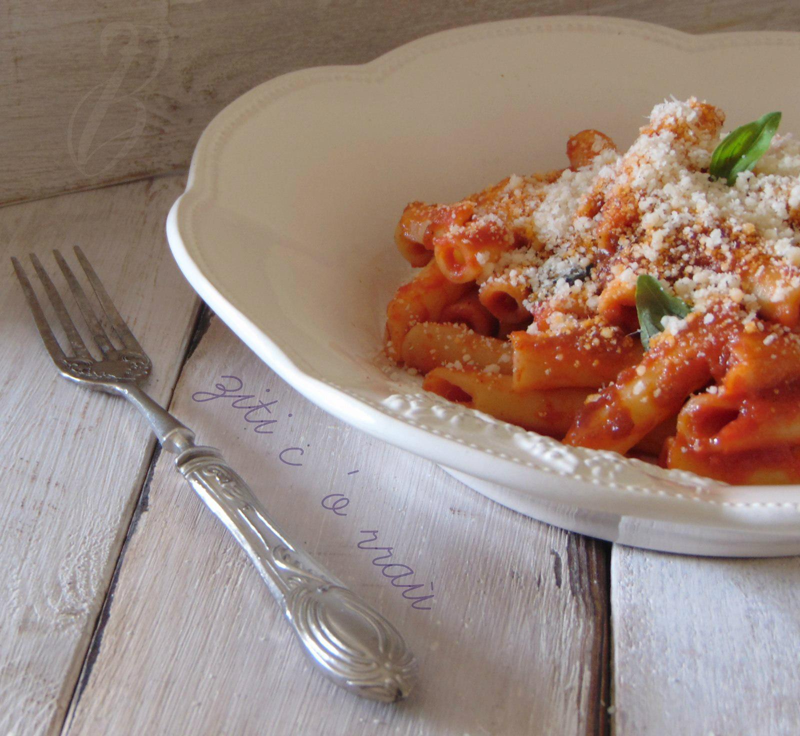 pasta con il ragu' napoletano