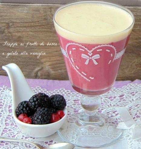 frappè ai frutti di bosco e gelato alla vaniglia --