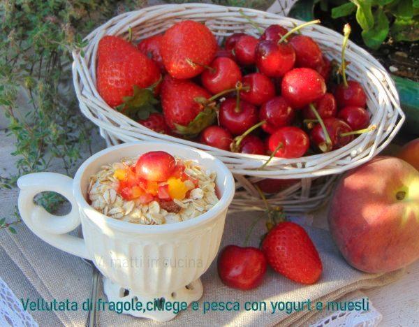 Vellutata di fragole, ciliege e pesche