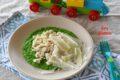 Petto di pollo con crema di piselli e scaglie di parmigiano