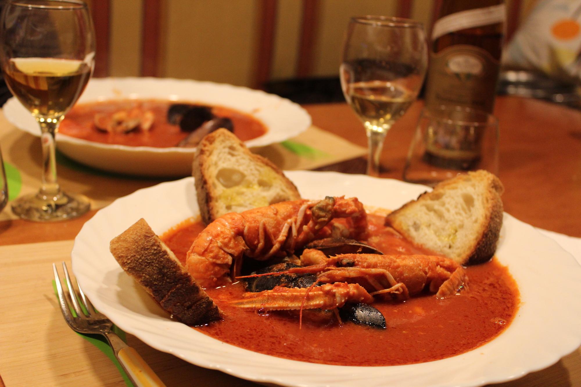 Zuppa di crostacei, cozze e vongole