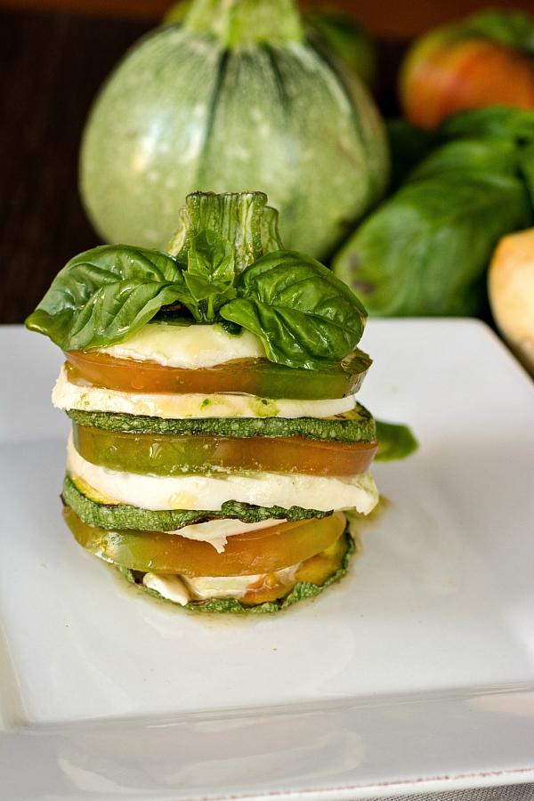 Millefoglie di zucchina tonda con pesto al basilico