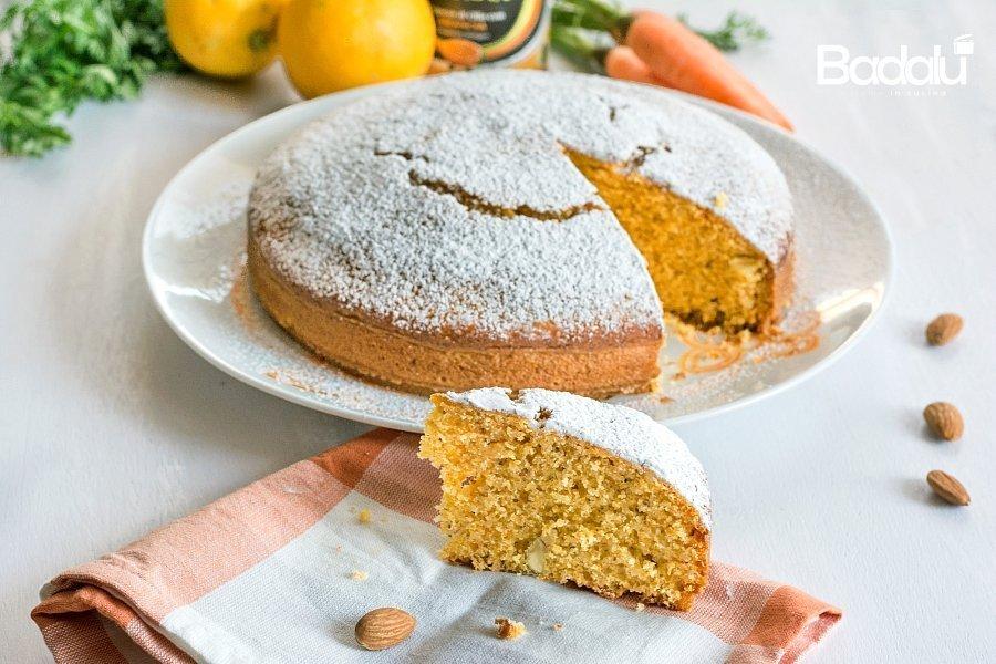 Torta rustica all'arancia con carote mandorle e amaretti