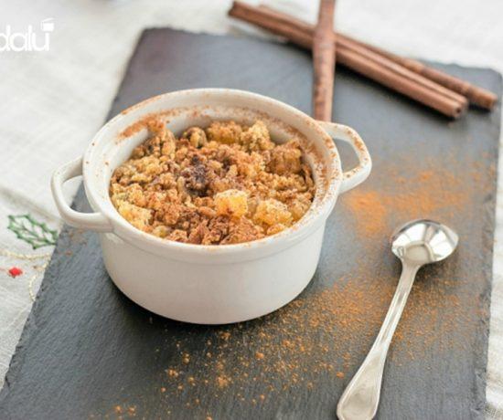 Crumble di panettone con pere e cannella
