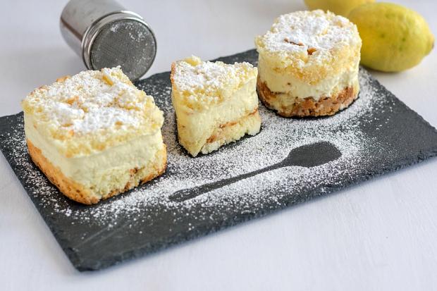 Tortine di chiffon cake al limone