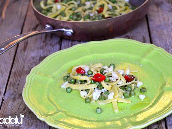 Scialatielli al limone con seppie piselli e peperoncino- la fabbrica della pasta di gragnano