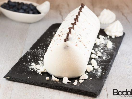 Dolce meringa allo yogurt con cremoso ai frutti di bosco - silikomart