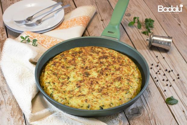 Torta rustica con patate e zucchine cotta in padella risolì