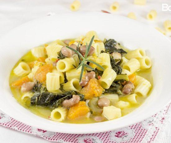 zuppa di cavolo nero zucca e fagioli borlotti con pasta